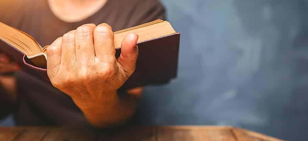 Por Que Devemos Estudar a Bíblia - Por Que Devemos Estudar a Bíblia?