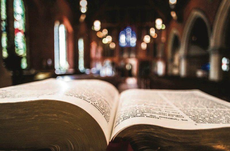Bíblia Sagrada: A importância de se aprofundar nas palavras de Deus