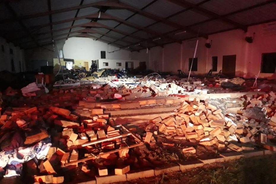 igreja - Tragédia: igreja desaba em plena Sexta-Feira da Paixão, deixando mortos e muitos feridos